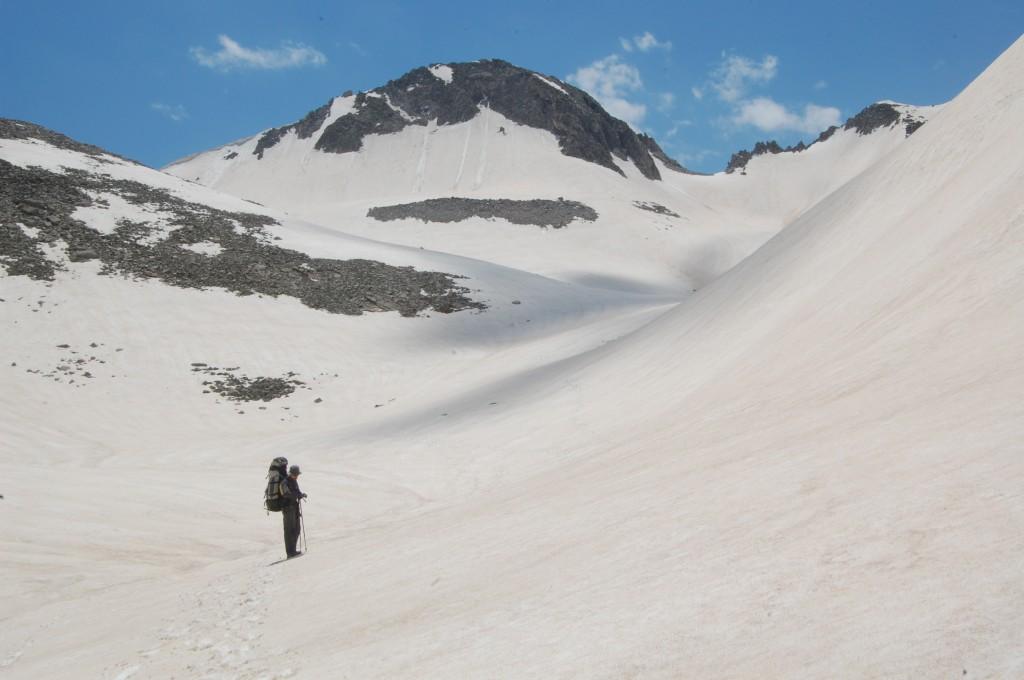 Подъём на перевал выше озера Сибериа (правая седловина).