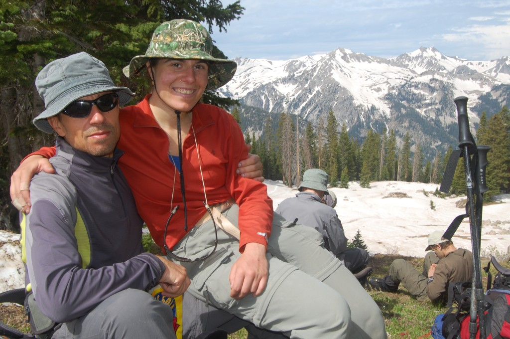 Юлик с дочерью во время подъёма в сторону перевала Кэпитол.