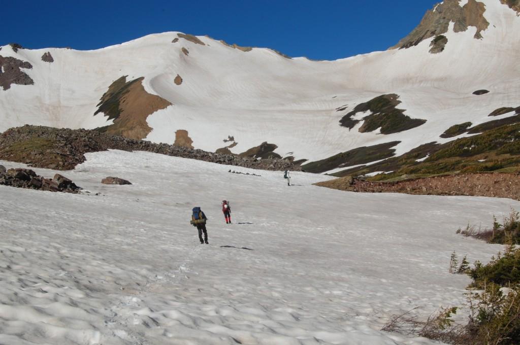 Подход под перевал Трейл Рейдер Пасс (правая из двух седловин).