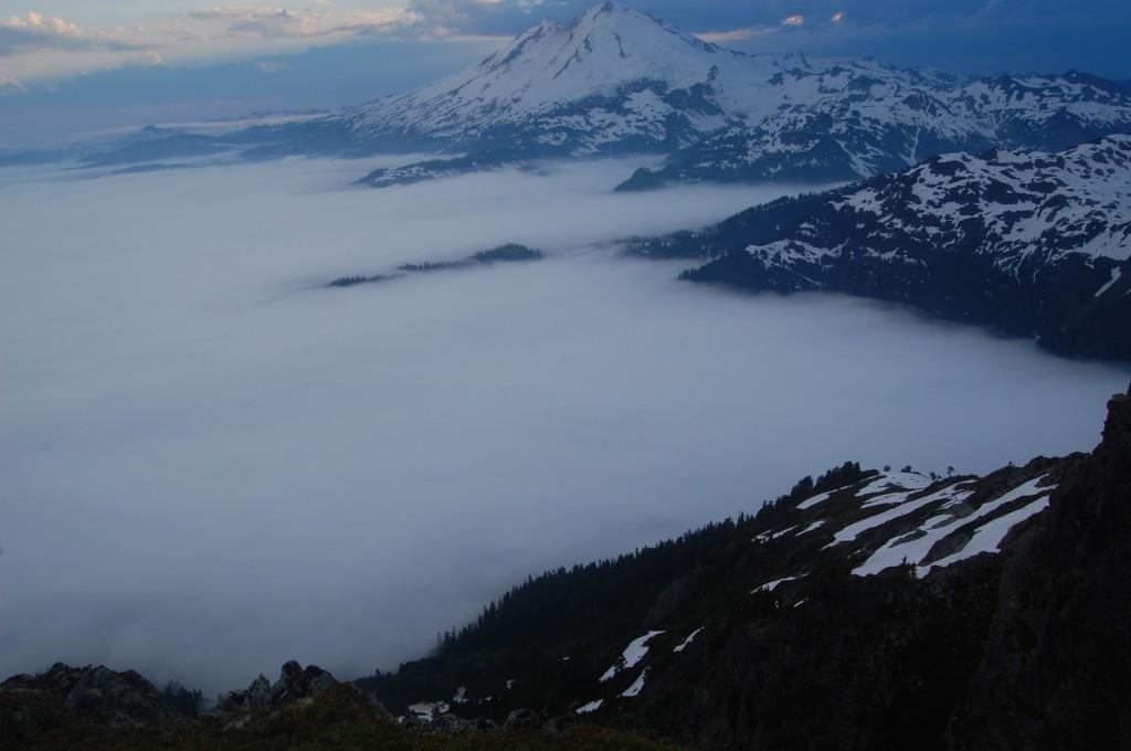 Наш лагерь выше облаков. Фото: А. Букреев