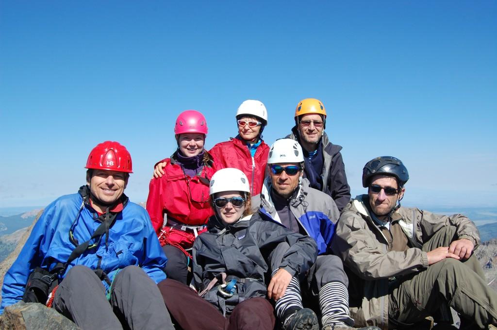 Сзади: Даша, Женя Кувшинова, Олег, впереди: Саша Б., Таня, Юлик, Женя Красницкий на вершине горы Вилсон.
