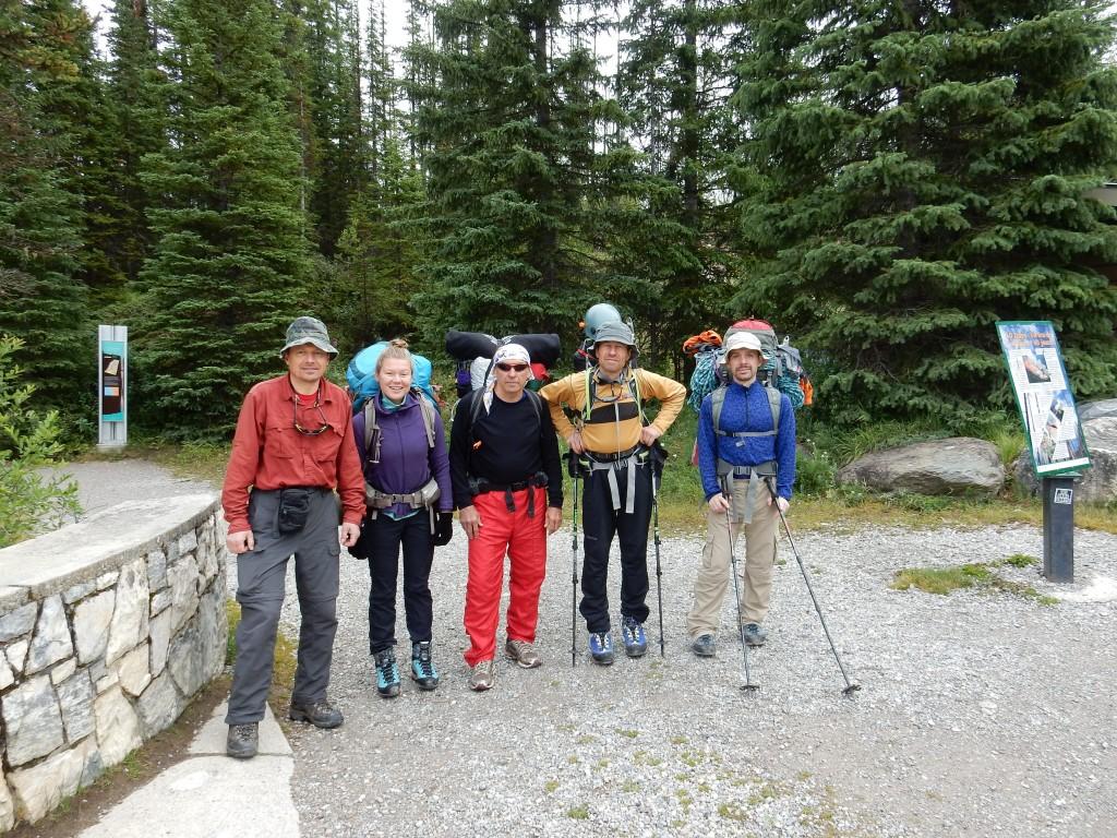 Вся группа на начале тропы около Мраморного каньона: Букреев, Даша, Игорь Старцев, Юлик, Игорь Слепчин.