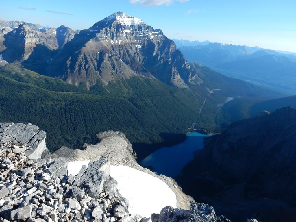 Вид с вершины г. Боулен на гору Темпл и Моренное озеро.