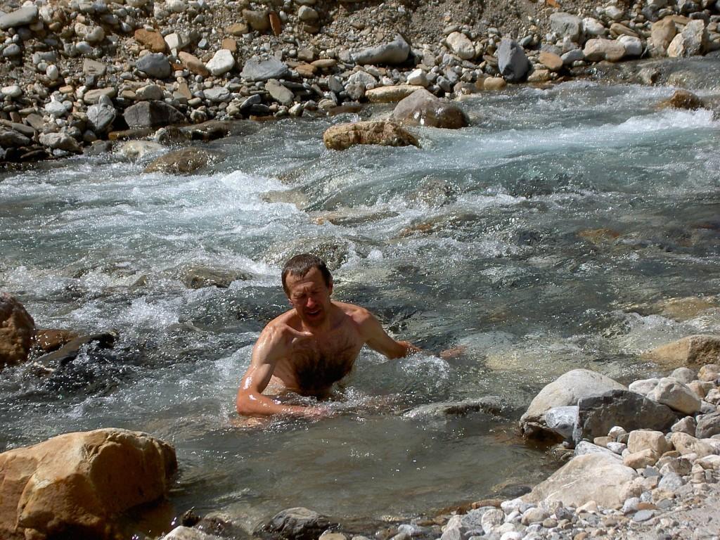 Юлик в реке Токумм.