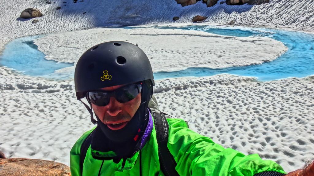 Игорь на леднике после спуска с горы Хекель. Фото: А.Б./И.С.