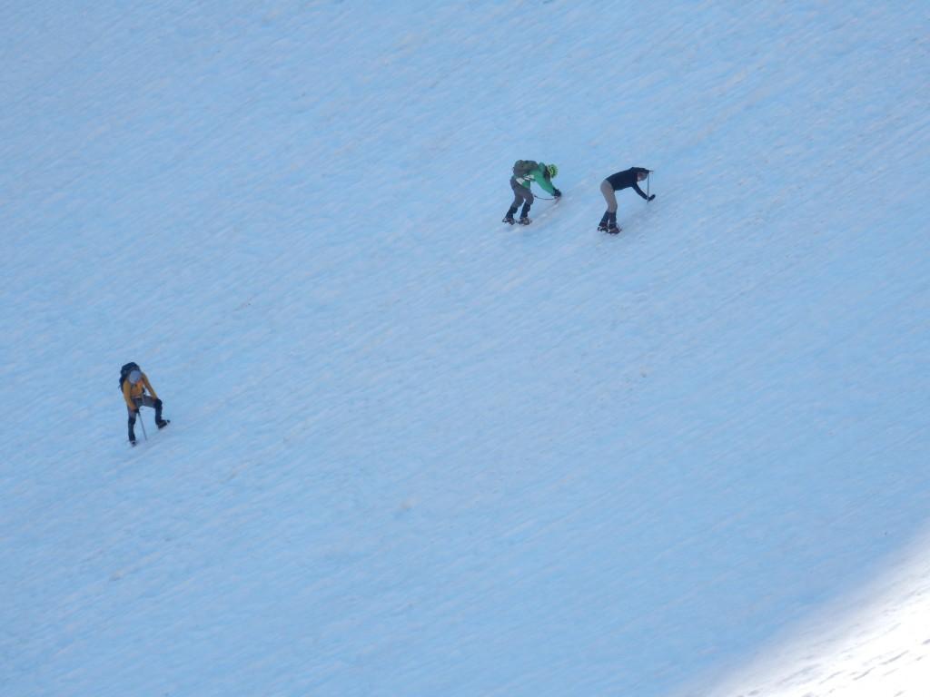Пятеро из нас вышли на Кю, остальные проводят снежные занятия.